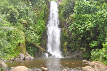 Kinukamori Waterfall