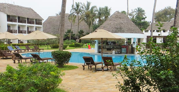 03_double-tree-hilton-poolarea-(1-of-1).jpg