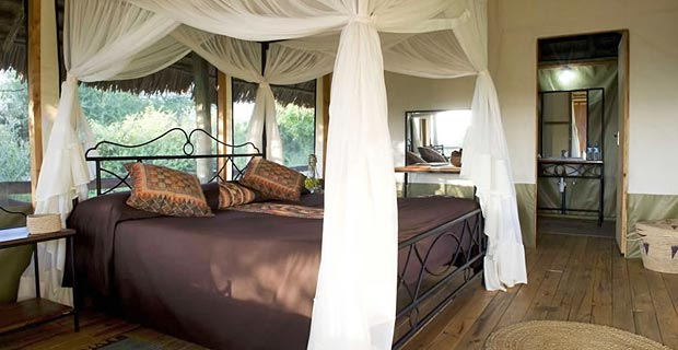 02-lake-burunge-king-bed-800