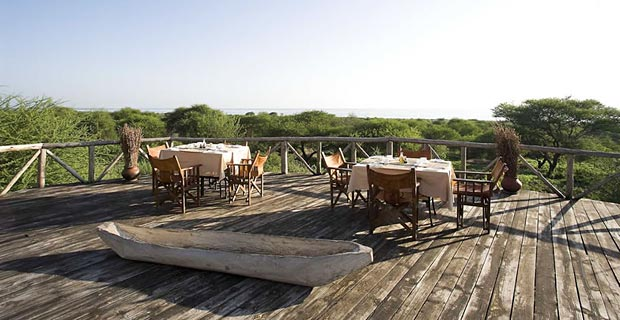 03-lake-burunge-lunch-deck-800