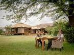 Sayari-Camp-outdoor-dining-2-HR-Eliza-Deacon